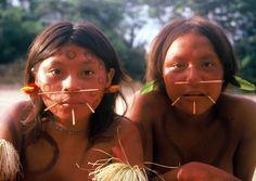 ヤノマミ族の少女たち