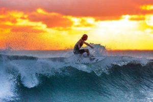 インドネシアでサーフィン