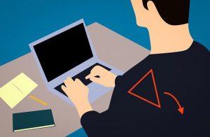 パソコンを触ると肩甲骨が開く巻き肩の原因