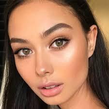 中東女性かわいい美人 目の色