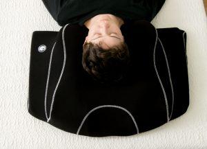 仰向け横向き寝るヨコネ3yokone3横向き寝で無呼吸いびき肩こり腰痛治る