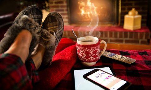 寒い部屋の防寒対策グッズ 冷たい窓 床 木造 ワンルーム 節電 節約 暖房器具 冬の寒さ対策 隙間風