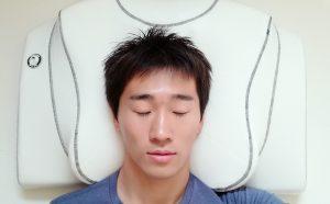 ヨコネ専用枕yokone3で仰向けに寝る