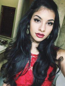 セクシーでかわいいインド女性