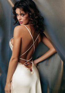 イタリア女性白人ラテン美女